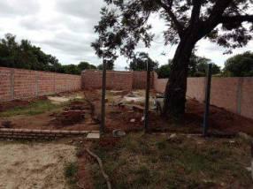Construcción de pared de muralla de ladrillo hueco