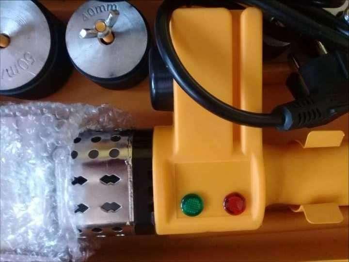 Soldador de termofusión eléctrico 800 watts para caños - 2