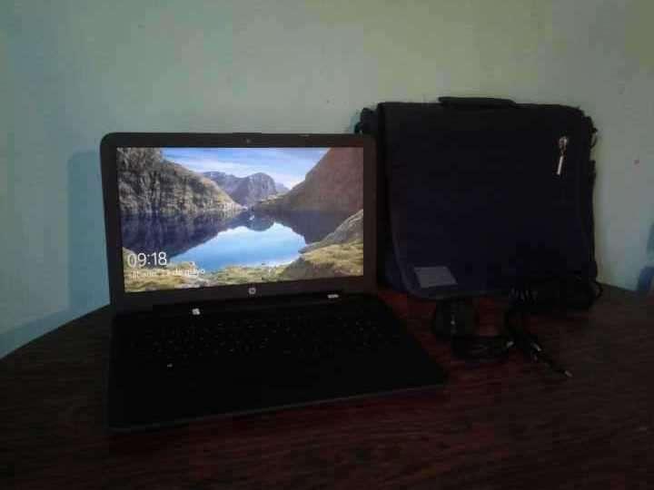 Notebook HP 250 G5 con estuche cargador y mouse - 2