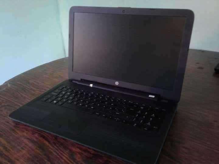 Notebook HP 250 G5 con estuche cargador y mouse - 3