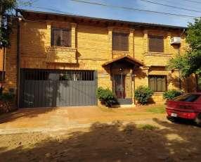 Duplex en Villa Aurelia 3 Dorm. + 2 Cocheras. Con piscina.