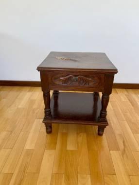 Mesa de luz de madera