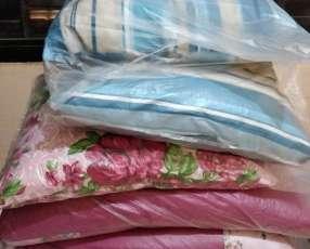 Almohadas chicas y grandes