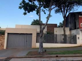 Residencia En Barrio Mburucuya