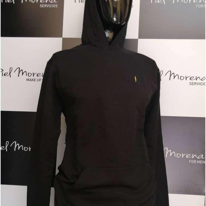 Remera zoomp masculino negro mangas largas bordado rayo con capucha - 0