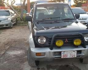 Mitsubishi Pajero Junior 1997 motor 1100 naftero automático 4x4