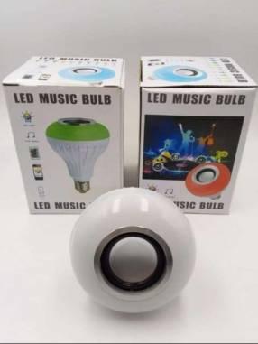 Foco con bluetooth toca música con luces