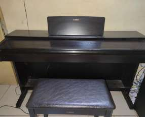Piano Yamaha YDP-143