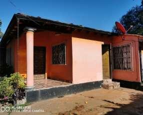 Casa en barrio rincon de ñemby. Y5452.