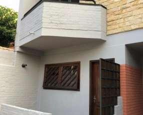 Duplex en el barrio Mburucuyá en Santísima Trinidad