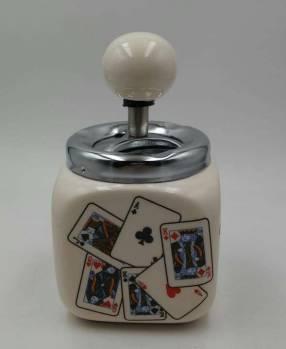 Cenicero de porcelana con diseño de cartas