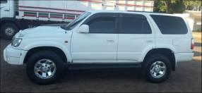 Camioneta Toyota Hilux Surf 4x4 año 2000