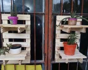 Porta maceta de madera