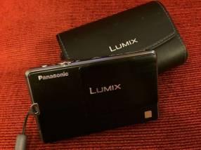 Cámara Panasonic Lumix DMC-FP3 táctil con estuche seminueva
