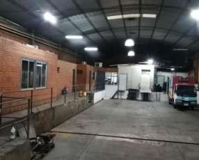 Tinglado con cámaras frigoríficas en Fernando de la Mora zona Norte