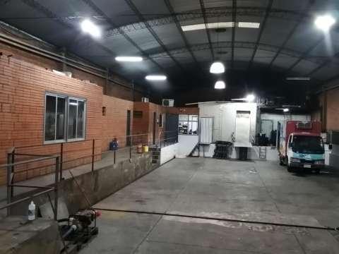 Tinglado con cámaras frigoríficas en Fernando de la Mora zona Norte - 0