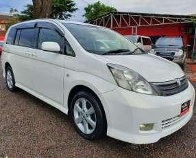 Toyota isis 2006