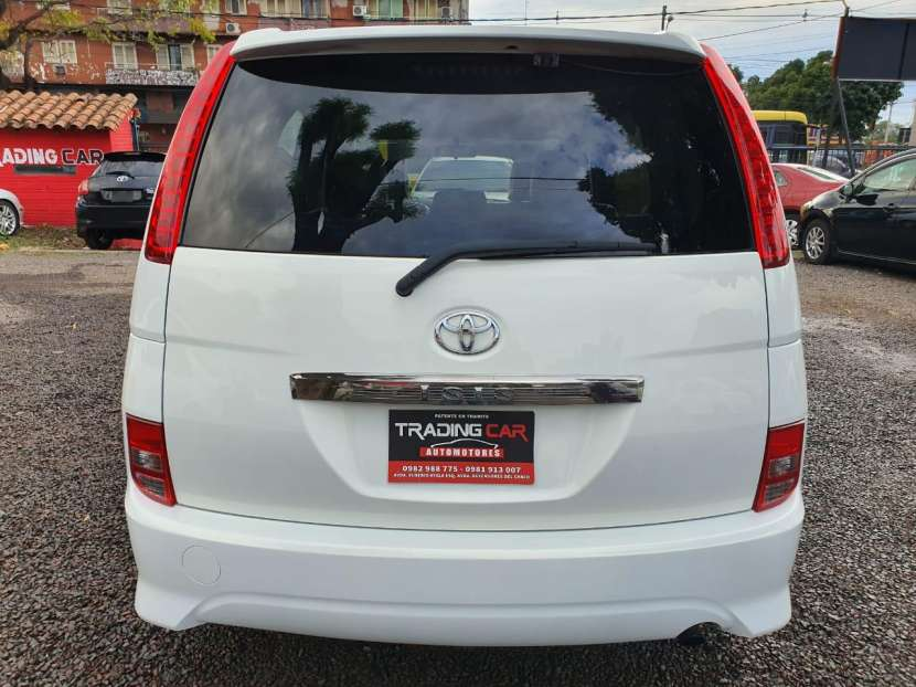 Toyota isis 2006 - 5