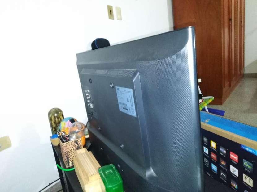 Smart TV Samsung de 32 pulgadas - 2