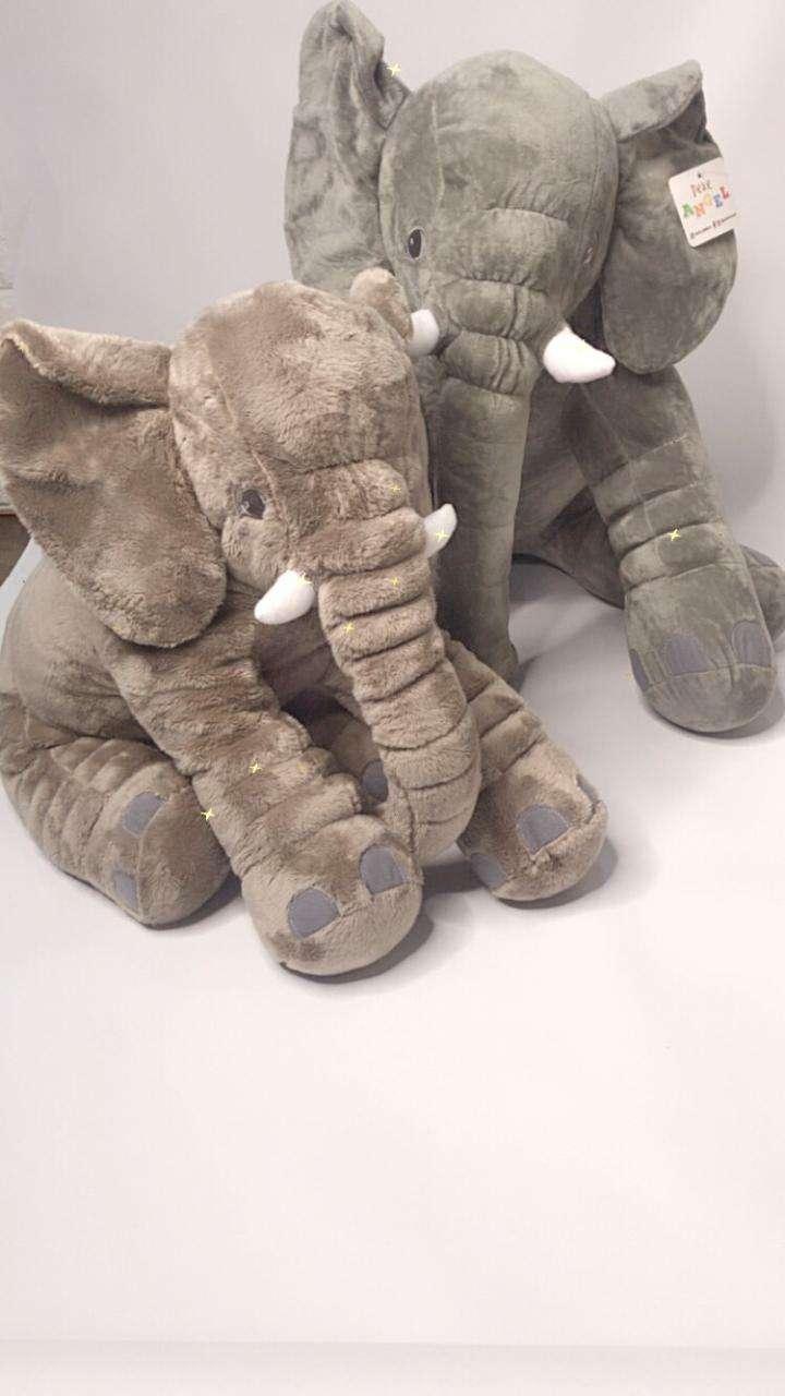 Elefantes de apego muñecos de Avengers y juegos retro - 0