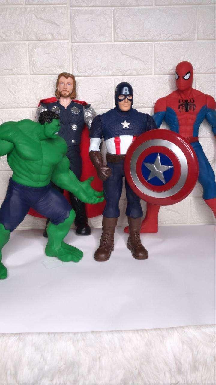 Elefantes de apego muñecos de Avengers y juegos retro - 1