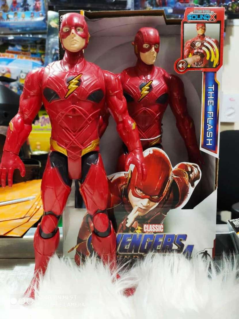 Elefantes de apego muñecos de Avengers y juegos retro - 5