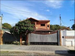 Casa a cuadras de Kubitschek y Mcal. López