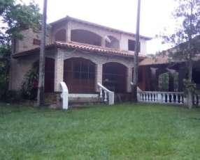 Casa quinta en Itacurubi de la Cordillera M6079