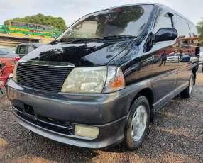 Toyota Granvia 2000