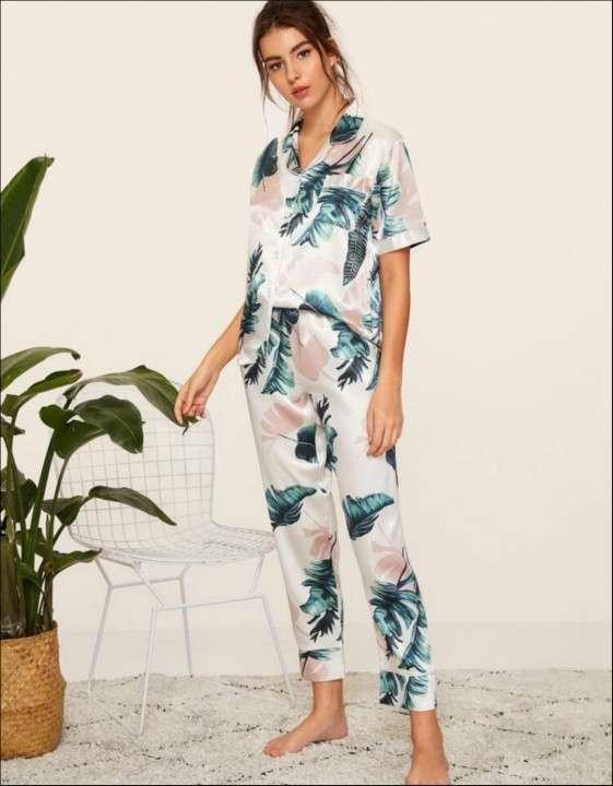 Pijama blanco de hojas verde satín - 0