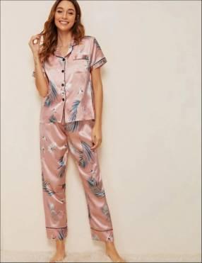 Pijama satén rosado hojas celeste mangas corta pantalón
