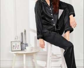 Pijama negro mangas largas satén