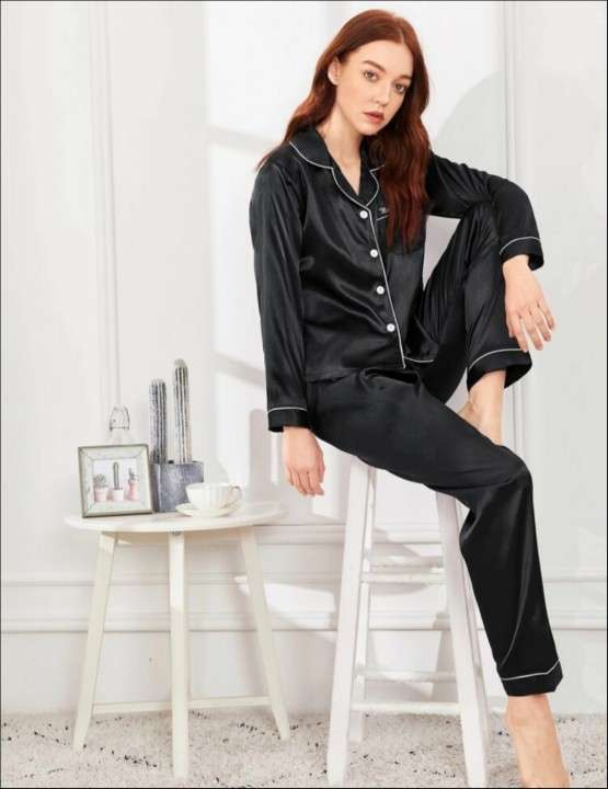Pijama negro mangas largas satén - 0