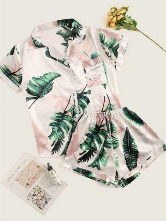 Pijama blanco de hojas verde mangas corta y short - 0
