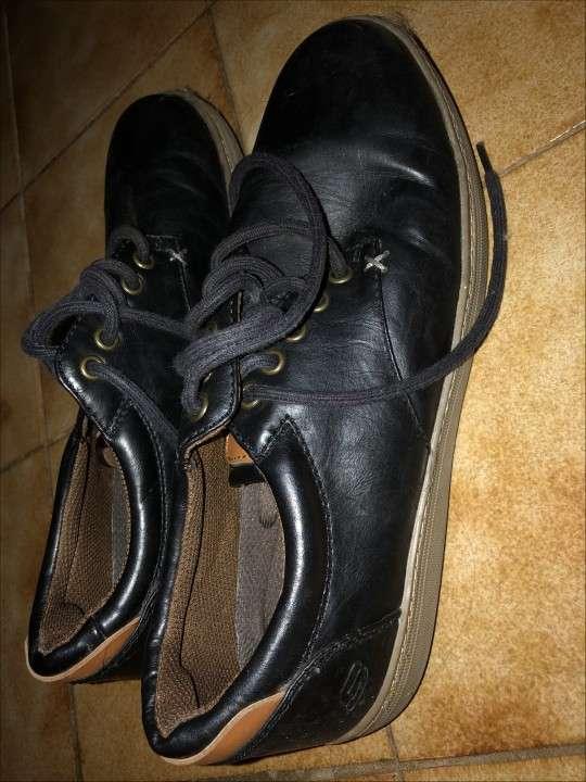 Champion y zapatos SKECHERS p/ hombre - 1