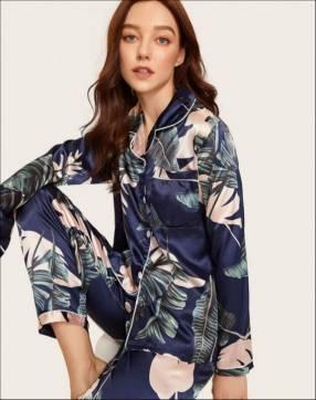 Pijama azul con hojas de satén pantalón y mangas largas