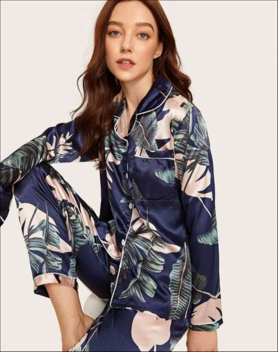 Pijama azul con hojas de satén pantalón y mangas largas - 0