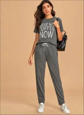 Pijama gris Give coffee now pantalón y remera
