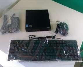 Mini PC Lenovo i5 con monitor