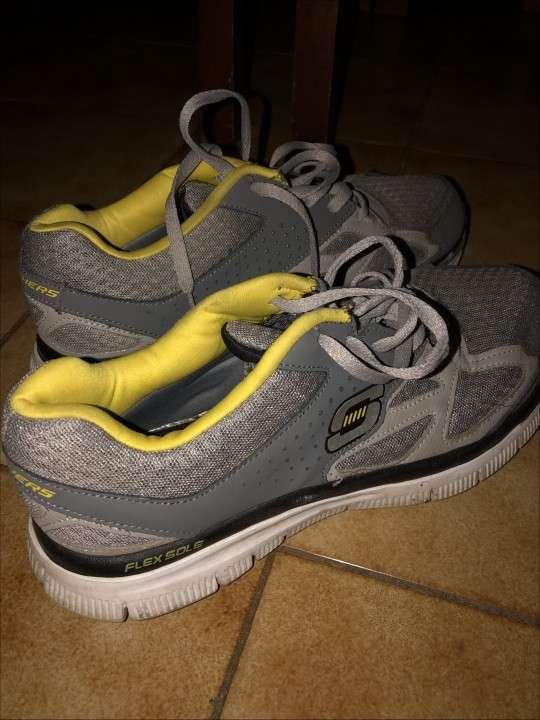Champion y zapatos SKECHERS p/ hombre - 0