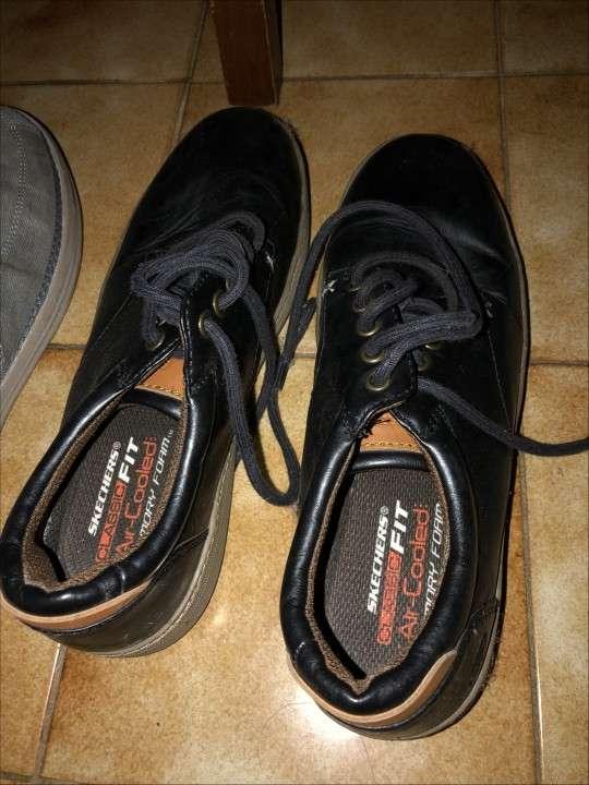 Champion y zapatos SKECHERS p/ hombre - 2