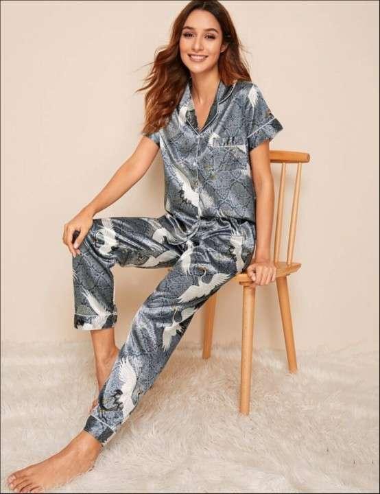 Pijama satin pájaro gris pantalón y camisa - 0
