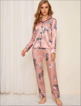 Pijama satén rosado hojas celestes mangas larga y pantalón