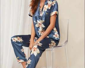 Pijama azul floreado satén pantalón