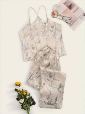Pijama beige floreado satén pantalón y blusa