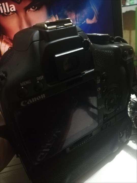 Cámara Profesional Canon 500D con lente 18-55mm - 1