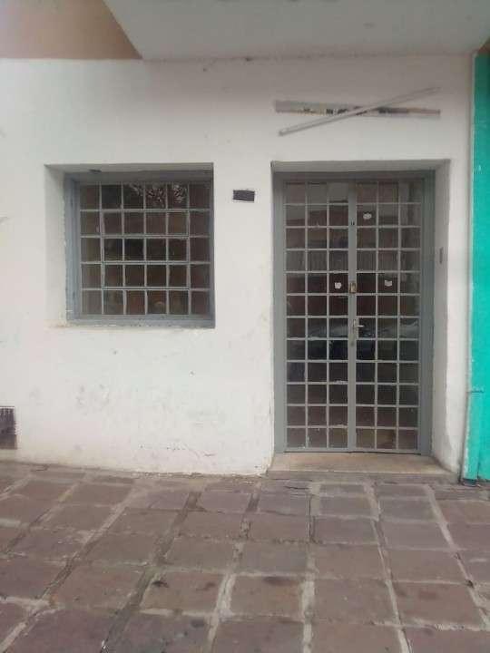 Salón en Barrio Silvio Pettirossi - 1