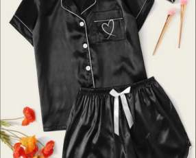 Pijama negro short y manga corta detalle de corazón