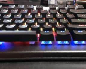 Teclado gamer mecánico Sate K3