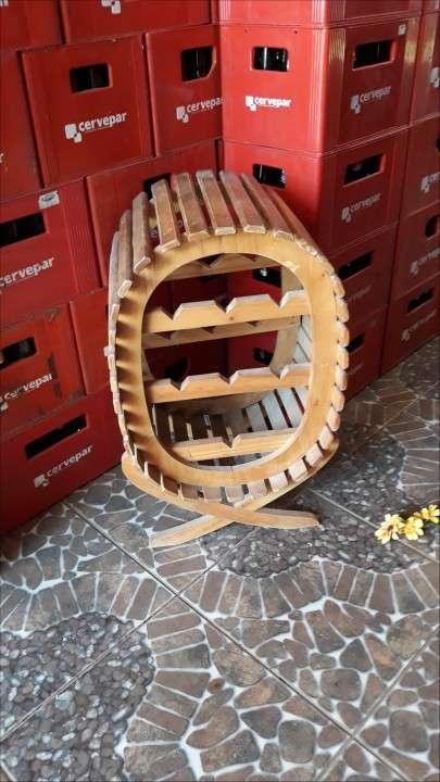 Bodeguero de madera para vinos